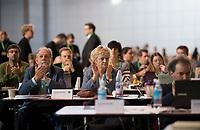 DEU, Deutschland, Germany, Leipzig, 10.11.2018: Michael Cramer, MdEP, BÜNDNIS 90/DIE GRÜNEN, und Renate Künast, MdB, BÜNDNIS 90/DIE GRÜNEN. Bundesparteitag von BÜNDNIS 90/DIE GRÜNEN, Messe Leipzig. Auf dem Parteitag wurden die KandidatInnen für die Europawahl im Mai 2019 gewählt.