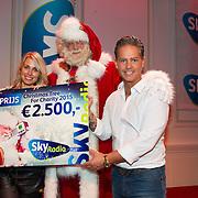 NLD/Hilversum/20151207- Sky Radio's Christmas Tree for Charity, 3e prijs gewonnen door Vivian Reijs en Danny de Munk voor de stichting Voedselbanken