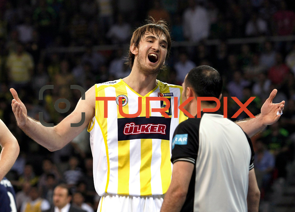 Fenerbahce Ulker's Semih ERDEN during their Turkish Basketball league Play Off Final third leg match Fenerbahce Ulker between Efes Pilsen at the Abdi Ipekci Arena in Istanbul Turkey on Tuesday 25 May 2010. Photo by Aykut AKICI/TURKPIX