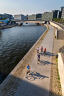 Cyclist along the River Spree, Government Quater, Mitte, Berlin, Deutschland