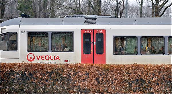 Nederland, Nijmegen, 29-3-2015Een rijdende, nieuwe trein van vervoerder Veolia transport. Het bedrijf verzorgt de treinverbinding tussen Nijmegen en Roermond in Limburg.Foto: Flip Franssen/Hollandse Hoogte