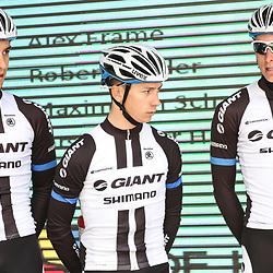 WIELRENNEN Rijssen, Lars van der Haar (midden) debuteerde in het shirt van Giant-Shimano