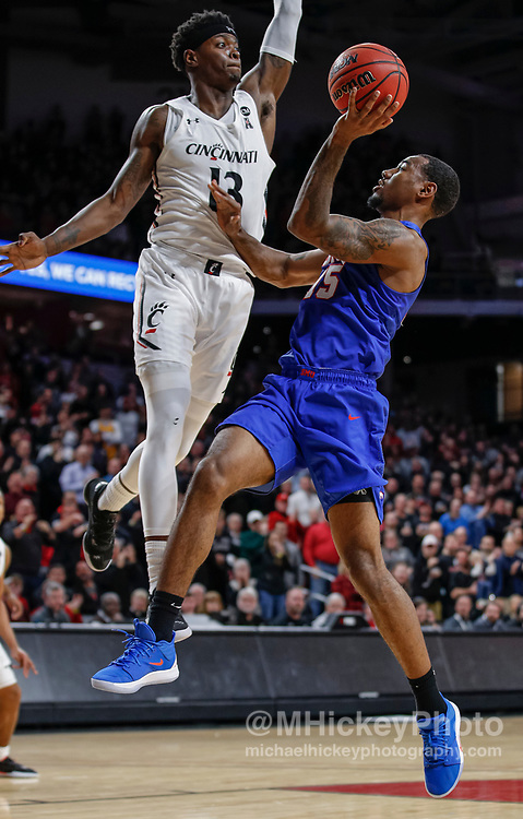 CINCINNATI, OH - JANUARY 28: Tre Scott #13 of the Cincinnati Bearcats defends as Isiaha Mike #15 of the Southern Methodist Mustangs shoots the ball at Fifth Third Arena on January 28, 2020 in Cincinnati, Ohio. (Photo by Michael Hickey/Getty Images) *** Local Caption *** Tre Scott; Isiaha Mike