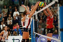 20181024 NED: CL, Sliedrecht Sport - Allianz MTV Stuttgart, Sliedrecht<br />Ana Rekar (11) of Sliedrecht Sport, Pia Kastner (10) of Allianz MTV Stuttgart<br />©2018-FotoHoogendoorn.nl / Pim Waslander