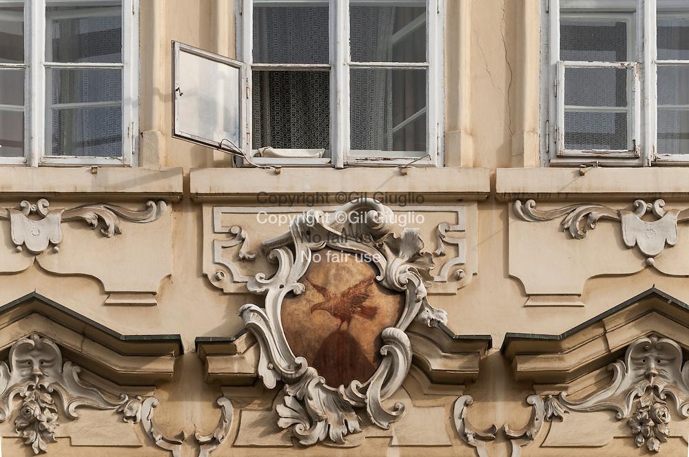 République Tchèque, Prague, quartier Hradcany, façades rue Nerudova qui monte au Château // Czech Republic, Prague, Hradcany, close up buildings on Nerudova street, way up to the Castle