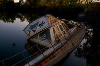 Diving boat ...<br /> Ok, it's functional ...<br /> Canal from Arles to Bouc<br /> <br /> Canal Arles-Bouc