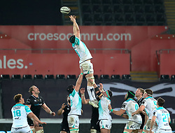 Connacht's Eoin McKeon fails to claim the lineout<br /> <br /> Photographer Simon King/Replay Images<br /> <br /> Guinness PRO14 Round 19 - Ospreys v Connacht - Friday 6th April 2018 - Liberty Stadium - Swansea<br /> <br /> World Copyright © Replay Images . All rights reserved. info@replayimages.co.uk - http://replayimages.co.uk