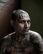 Centro Penal de Apanteos en Sant Ana. El Salvador.<br /> Presos en el Sector 1.<br /> Retrato de Jose Guillermo Alonzo Pereiro de 35 años. Pandilleros de la Mara MS