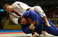 Judo<br /> VM 2003<br /> Norway Only<br /> Foto: Digitalsport<br /> <br /> JUDO - WORLD CHAMPIONSHIPS 2003 - OSAKA (JAP) - 12-16/09/2003 - PHOTO: FRANCK FAUGERE<br /> +100 KG - YASUYUKI MUNETA (JAP) - WINNER - GOLD MEDAL vs DENNIS VAN DER GEEST (NED