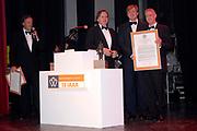 Uitreiking Koning Willem 1 Prijs in theater Diligentia in den Haag.<br /> <br /> <br /> <br /> Presentation of the King Willem 1 award for best inovating company in the Hague.<br /> <br /> <br /> <br /> Op de foto/ On the photo <br /> Naud Wellink, Willemem Alexander ,Winnaar In de categorie met meer dan 250 werknemers Fugro in Leidschendam