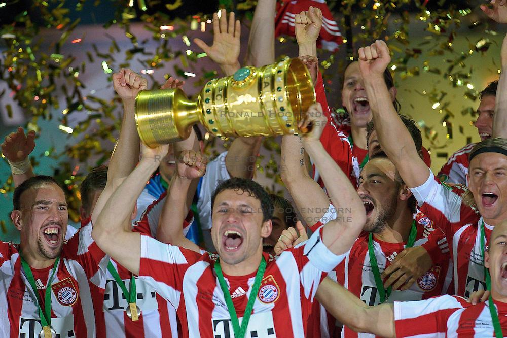 15-05-2010 VOETBAL: WERDER BREMEN - BAYERN MUNCHEN: BERLIN<br /> Munchen wint de DFB Polkal door Werder Bremen met 4-0 te verslaan / DFB Pokal met Mark van Bommel<br /> ©2010- FRH nph /  Kokenge