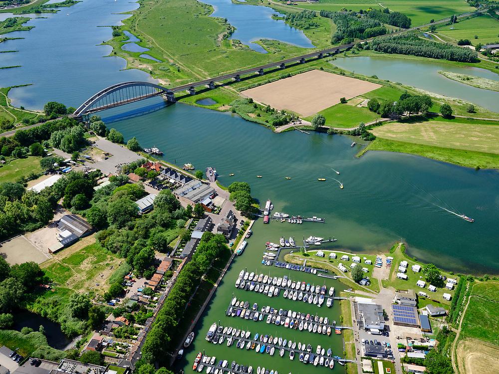 Nederland, Gelderland, Gemeente Culemborg, 27-05-2020; Rivier de Lek en spoorbrug Culemborg (Kuilenburgse spoorbrug). Zicht op de jachthaven.<br /> Railway bridge Culemborg and Lek River.<br /> <br /> luchtfoto (toeslag op standaard tarieven);<br /> aerial photo (additional fee required)<br /> copyright © 2020 foto/photo Siebe Swart