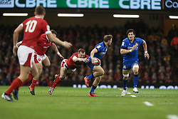 February 1, 2020, Cardiff (Wales, Italy: callum braley (italia) sfugge ad un tackle of hadleigh parkes (galles) during Wales vs Italy, Six Nations Rugby in Cardiff (Wales), Italy, February 01 2020 (Credit Image: © Massimiliano Carnabuci/IPA via ZUMA Press)