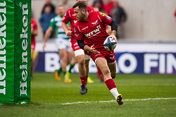 Scarlets' Gareth Davies runs in his sides second try - Mandatory by-line: Craig Thomas/JMP - 09/12/2017 - RUGBY - Parc y Scarlets - Llanelli, Wales - Scarlets v Benetton Rugby - European Rugby Champions Cup