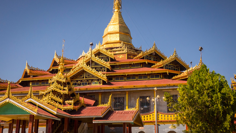 Phaung Daw Oo Pagoda, Inle lake, Shan state, Myanmar<br /> The pagoda is the site of a major annual pagoda festival during which the temple's principal Buddha images are circulated on a royal barge across Inle Lake