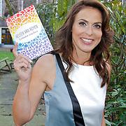 """NLD/Amsterdam/20120312 - Boekpresentatie Heleen van Royen """" Verboden Vruchten"""", Heleen van Royen met haar nieuwste boek"""