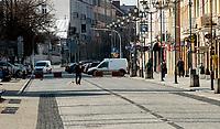Bialystok, 28.03.2020. Mieszkancy Bialegostoku dostosowali sie do apelu rzadu o pozostanie  w domach podczas epidemii koronawirusa i ruch na ulicach jest niewielki N/z najczesciej mozna spotkac osoby spacerujace z psami fot Michal Kosc / AGENCJA WSCHOD