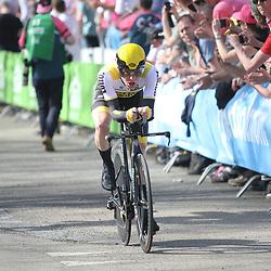 06-05-2016: Wielrennen: Giro: Apeldoorn   <br />APELDOORN (NED) wielrennen      <br />De 99e ronde van Italie is van start gegaan met een tijdrit of 9,8 kilometer door de straten van Apeldoorn. De finishlijn was getrokken op de Loolaan. Steven Kruijswijk