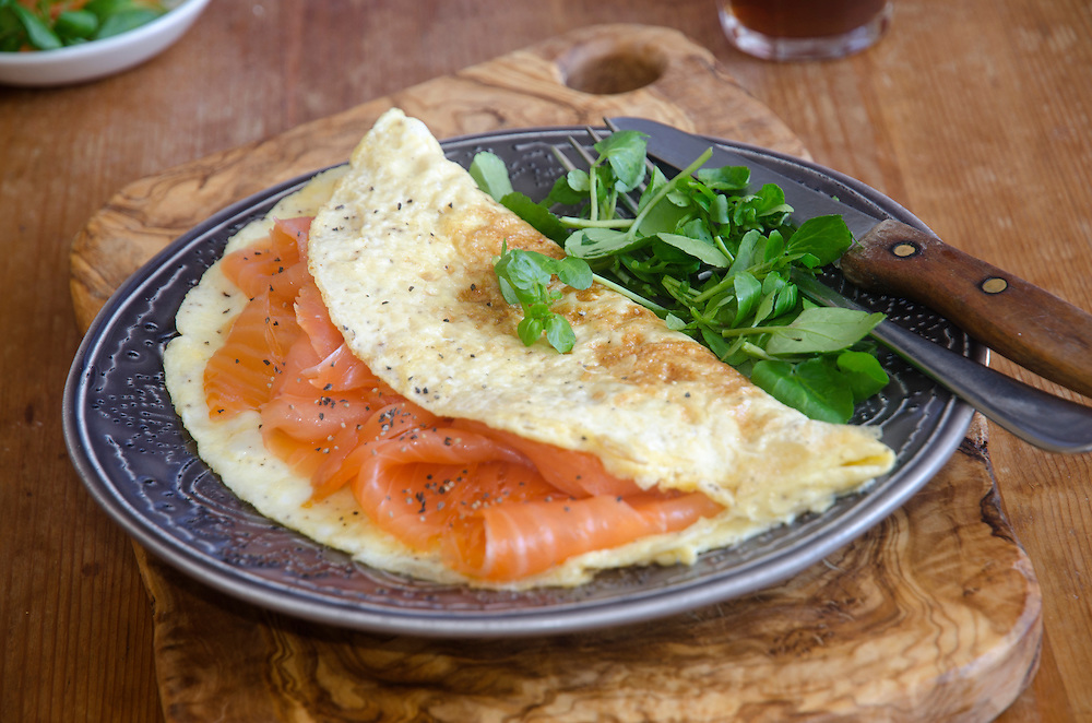 Omelette filled with smoked salmon and salad