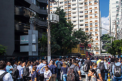 April 26, 2018 - SãO Paulo, Brazil - SÃO PAULO, SP - 26.04.2018: FOCO DE INCÊNDIO ASSUSTA TRABALHADORES SP - Fire in small proportions evacuated commercial building on the afternoon of this Thursday (26), in Joel Carlos Borges Street, with Marginal Pinheiros Avenue Castello Branco, in the south of the city of São Paulo. Reports claim that fire would have been at home from the tower'r conditnditioning. The Fire Department is in pl there were ere no injuries. (Credit Image: © Tom Vieira Freitas/Fotoarena via ZUMA Press)