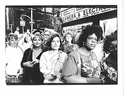 Crowd waiting for celebrities attending movie premiere. New York. 1993 approx. © Copyright Photograph by Dafydd Jones 66 Stockwell Park Rd. London SW9 0DA Tel 020 7733 0108 www.dafjones.com