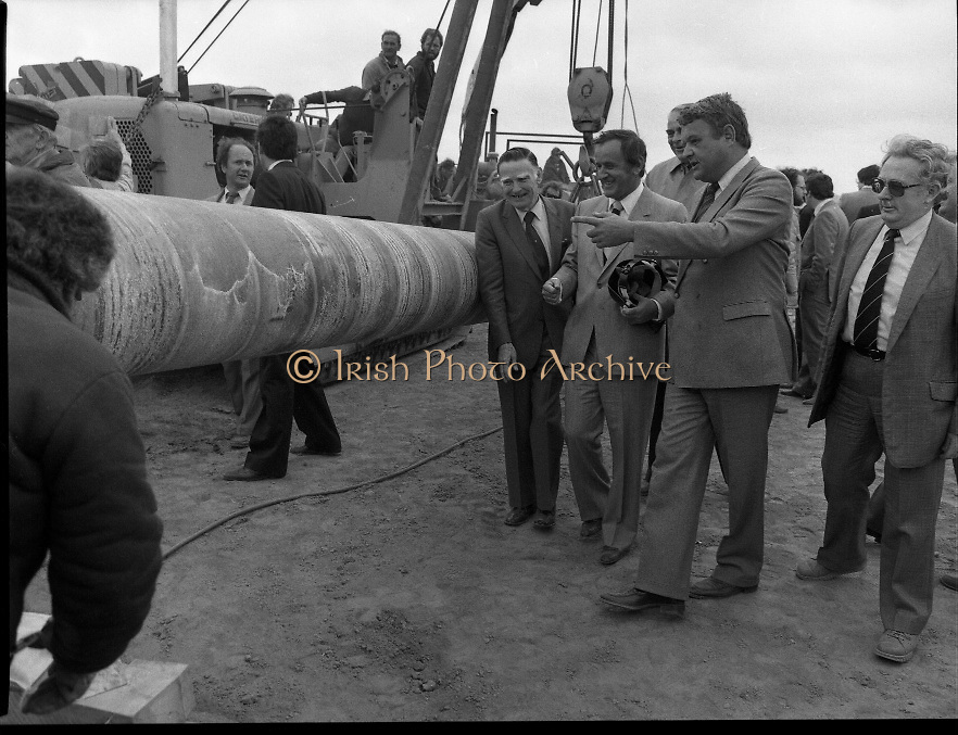Cork / Dublin Gas Pipeline.28.04.1982.04.28.1982.28th April 1982.1982...At Brownbarn,Kingswood,Dublin the Minister for Industry and Energy, Mr Albert Reynolds T.D. performed the ceremonial first weld to officially start the project..Viewing the first section of the pipeline were the Minister, Mr Reynolds TD, Mr Michael McStay,Chairmas ,An Bord Gais, Mr Sean Wallace, Managing Director,Irishenco Ltd. and Mr R De Waard, Director, NACAP.