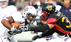 10.07.2011, Tivoli Stadion, Innsbruck, AUT, American Football WM 2011, Group A, Germany (GER) vs United States of America (USA), im Bild Robert Zernicke (Germany, #35, DL) tries to stop Da'Shawn Thomas (USA, #28, RB)  // during the American Football World Championship 2011 Group A game, Germany vs USA, at Tivoli Stadion, Innsbruck, 2011-07-10, EXPA Pictures © 2011, PhotoCredit: EXPA/ T. Haumer