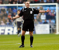 Photo: Leigh Quinnell.<br /> Coventry City v Ipswich Town. Coca Cola Championship.<br /> 19/11/2005. Referee G.Salisbury does not know which way to turn.