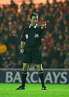 Fotball<br /> England 2004/2005<br /> Foto: SBI/Digitalsport<br /> NORWAY ONLY<br /> <br /> Middlesbrough v Fulham, Barclays Premiership, Riverside Stadium, Middlesbrough 19/04/2005.<br /> <br /> The referee, Mr Rob Styles, who is to take charge of the FA Cup Final between Manchester United and Arsenal, gestures at the Middlesbrough goalkeeper.
