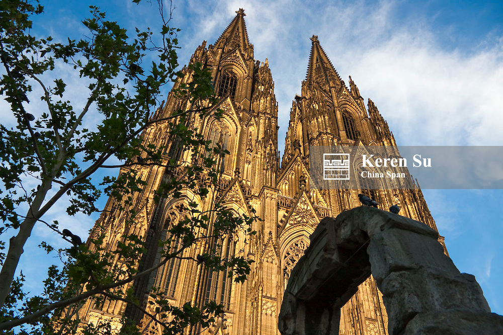 Rock arch with Cologne Cathedral, Germany