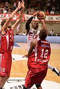 DESCRIZIONE : Desio campionato serie A 2013/14 EA7 Olimpia Milano Giorgio Tesi Group Piastoia <br /> GIOCATORE : Keith Langford<br /> CATEGORIA : tiro penetrazione<br /> SQUADRA : EA7 Olimpia Milano<br /> EVENTO : Campionato serie A 2013/14<br /> GARA : EA7 Olimpia Milano Giorgio Tesi Group Piastoia<br /> DATA : 04/11/2013<br /> SPORT : Pallacanestro <br /> AUTORE : Agenzia Ciamillo-Castoria/R. Morgano<br /> Galleria : Lega Basket A 2013-2014  <br /> Fotonotizia : Desio campionato serie A 2013/14 EA7 Olimpia Milano Giorgio Tesi Group Piastoia<br /> Predefinita :