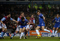 Photo: Glyn Thomas.<br />Aston Villa v Chelsea. Barclays Premiership. 01/02/2006.<br />Arjen Robben (R) gives Chelsea a 1-0 lead.