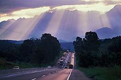 Rodovia Dutra (BR-116). 1998..Estrada./ Road..Foto © Marcos Issa/Argosfoto