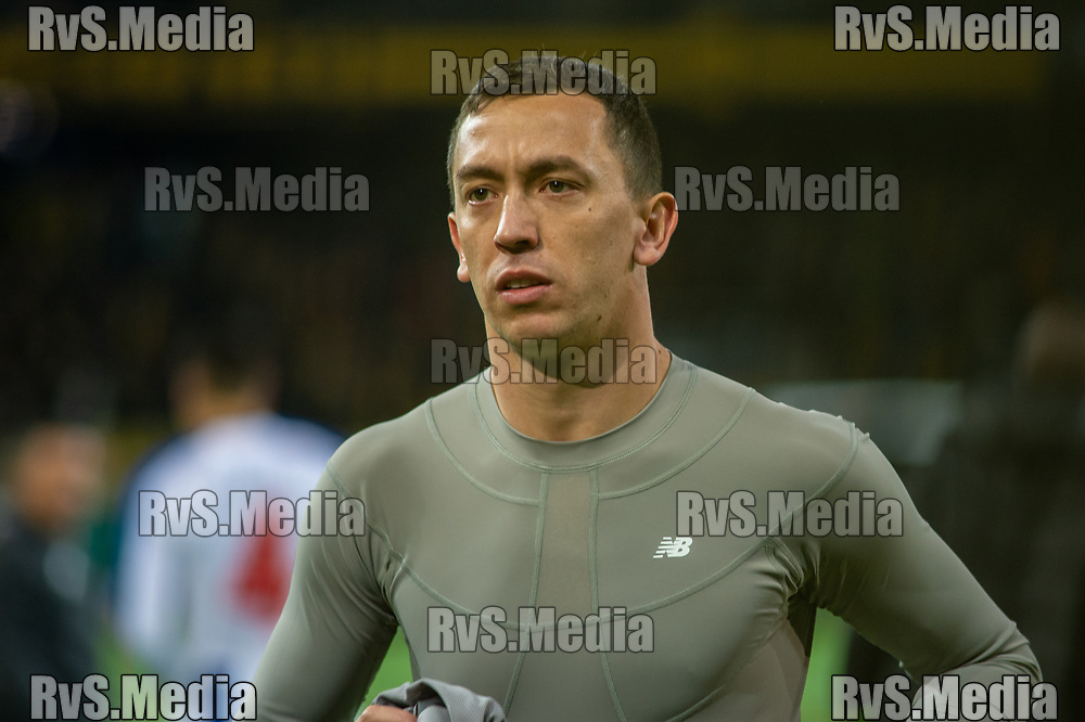 BERN, SWITZERLAND - NOVEMBER 28: #32 Goalkeeper Agustin Marchesin of FC Porto looks on during the UEFA Europa League group G match between BSC Young Boys and FC Porto at Stade de Suisse, Wankdorf on November 28, 2019 in Bern, Switzerland. (Photo by Monika Majer/RvS.Media)