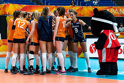 03-10-2018 JPN: World Championship Volleyball Women day 5, Yokohama<br /> Argentina - Netherlands 0-3 / Mascotte Volleyboo and Team NL, Myrthe Schoot #9 of Netherlands