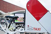 Een speciale fiets voor het vervoeren van medicijnen. In Nijmegen vindt voor de derde keer het International Cargo Bike Festival plaats. Het tweedaags evenement richt zich op het gebruik en de gebruikers van bakfietsen. Bakfietsen worden in heel Europa steeds vaker ingezet, zowel door particulieren als bedrijven. Het is een duurzame vorm van transport en biedt veel voordelen.<br /> <br /> In Nijmegen for the third time the International Cargo Bike Festival is hold. The two-day event focuses on the use and users of cargobikes. Cargo bikes are increasingly being deployed across Europe, both individuals and businesses. It is a sustainable form of transport and offers many advantages.Nederland, Nijmegen, 13-04-2014