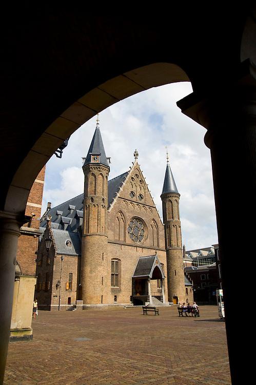 Nederland, den Haag, 1 aug 2008.Binnenhof met het gebouw van de Ridderzaal..Symbool voor de regering...Foto (c) Michiel Wijnbergh