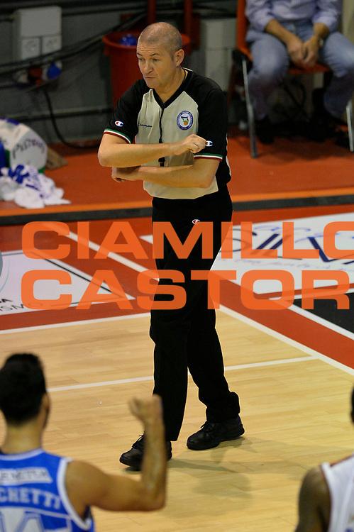 DESCRIZIONE : Pistoia Lega A 2014-2015 Giorgio Tesi Group Pistoia Banco di Sardegna Sassari<br /> GIOCATORE : Luigi Lamonica Arbitro<br /> CATEGORIA : arbitro<br /> SQUADRA : Arbitro<br /> EVENTO : Campionato Lega A 2014-2015<br /> GARA : Giorgio Tesi Group Pistoia Banco di Sardegna Sassari<br /> DATA : 20/10/2014<br /> SPORT : Pallacanestro<br /> AUTORE : Agenzia Ciamillo-Castoria/GiulioCiamillo<br /> GALLERIA : Lega Basket A 2014-2015<br /> FOTONOTIZIA : Pistoia Lega A 2014-2015 Giorgio Tesi Group Pistoia Banco di Sardegna Sassari<br /> PREDEFINITA :