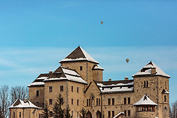 05.02.2018, Zell am See - Kaprun, AUT, BalloonAlps, im Bild Heissluftballone über den Schloss Fischhorn // Hot air balloons over the castle Fischhorn during the International Balloonalps Week, Zell am See Kaprun, Austria on 2018/02/05. EXPA Pictures © 2018, PhotoCredit: EXPA/ Stefanie Oberhauser