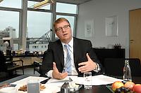 09 JAN 2007, BERLIN/GERMANY:<br /> Ronald Pofalla, CDU Generalsekretaer, waehrend einem Interview, in seinem Buero, CDU Bundesgeschaeftsstelle<br /> IMAGE: 20070109-01-021