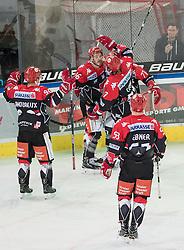 08.07.2016, Tiroler Wasserkraft Arena, Innsbruck, AUT, EBEL, HC TWK Innsbruck Die Haie vs HC Orli Znojmo, 8. Runde, im Bild Jubel bei Innsbruck nach dem 2:2 duch Austin Smith (HCI Innsbruck) // during the Erste Bank Icehockey League 8th Round match between HC TWK Innsbruck Die Haie and HC Orli Znojmo at the Tiroler Wasserkraft Arena in Innsbruck, Austria on 2016/10/08. EXPA Pictures © 2016, PhotoCredit: EXPA/ Johann Groder