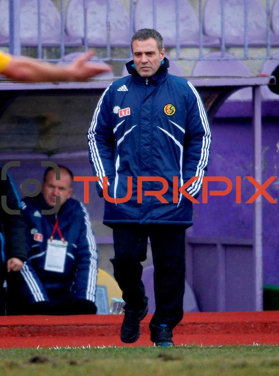 Eskisehirspor's coach Ersun Yanal (C) during their Turkey Cup matchday 3 soccer match Eyupspor between Eskisehirspor at Eyup Stadium in Istanbul Turkey on Wednesday, 11 January 2012. Photo by TURKPIX