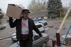 Dr Vladislav Khoroshko delivers medicines to the site of an MSF mobile clinic in Lugansk, 17 April 2015.