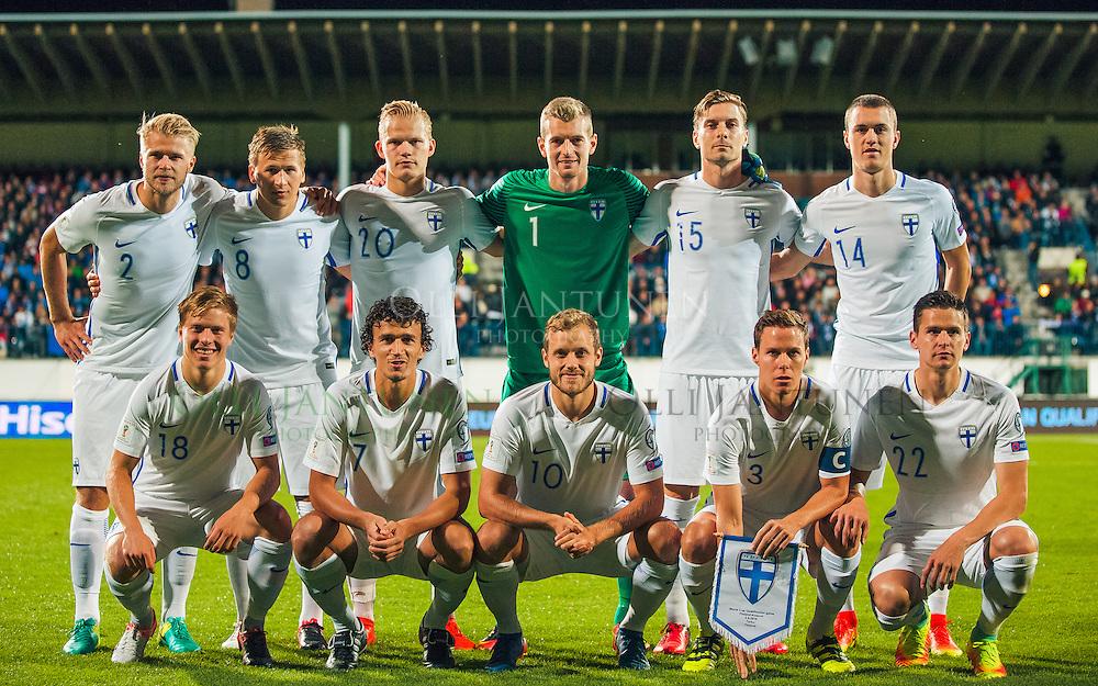 Suomen avauskokoonpano MM2018-karsintaottelussa Suomi - Kosovo. Ylhäältä vas. Arajuuri (#2), Lod (#8), Pohjanpalo (#20), Hradecky( #1), Halsti (#15), Lam(#14). Alhaalta vas. Uronen (#18), Eremenko (#7), Pukki (#10), Moisander (#3) ja Raitala (#22). Veritas stadion, Turku, Suomi. 5.9.2016.
