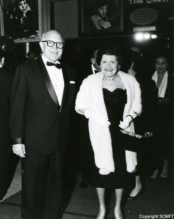 1959 Louella Parsons at a Grauman's Chinese Theater movie premiere