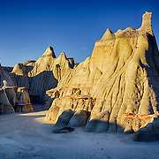Otherworldly rock formations at Ah-shi-sle-pah Badlands in a remote area of northwest New Mexico.