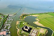 Nederland, Noord-Holland, Gemeente Gooise Meren, 20-04-2015; Rijksmuseum Het Muiderslot. Middeleeuws kasteel, inclusief een gerestaureerde moestuin en een kruidentuin. Havenmond van de haven van Muiden, richting Pampus.<br /> Muiderslot, medieval castle, including a restored kitchen garden and a herb garden. <br /> luchtfoto (toeslag op standard tarieven);<br /> aerial photo (additional fee required);<br /> copyright foto/photo Siebe Swart