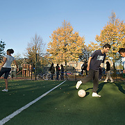 Nederland Rotterdam Deelgemeente prins alexander 14-10-2007 20071014 Foto: David Rozing ..Oosterflank, jongeren voetballen op nieuw veldje, hinderlijke schaduw fotograaf rechtsonder in beeld weggeretoucheerd!.Youth playing soccer.Deelgemeente Prins Alexander is het op 1 na diepst / laag gelegen gebied in Nederland, het laagste punt in de deelgemeent is  6,67 meter beneden NAP. Prins Alexander, second deepest area in the Netherlands, deepest point in this area, below sealevel: - 6,67m NAP...Foto: David Rozing