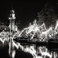 Het Dok in Lemmer gevuld met antieke schepen tijdens het evenement Nazomeren