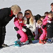 AUD/Lech/20110219 - Fotosessie Nederlandse Koninklijke Familie 2011 op wintersport in Lech, Beatrix, Friso en partner Mabel en kinderen Luana, Zaria